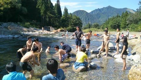 合宿 川遊び