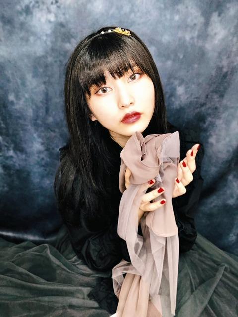 福岡聖菜がゴスロリファッションに挑戦