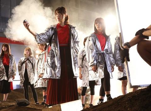 【動画】欅坂46新曲『砂塵』でついに平手がセンターから外れる!新センターはキャプテン菅井友香!