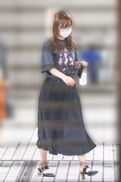 指原莉乃さん、6万円超えのTシャツをお召しになる