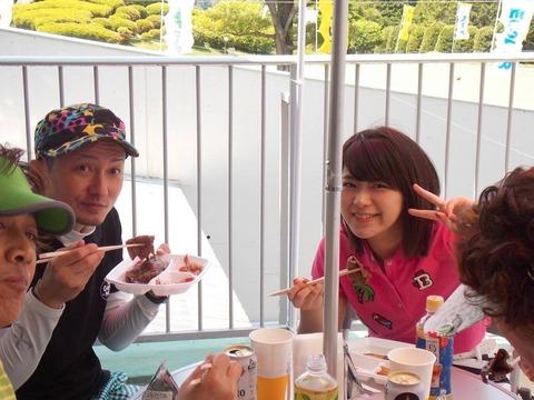 山内鈴蘭(SKE48)とISSA(DA PUMP)の2ショットが撮られる!!!