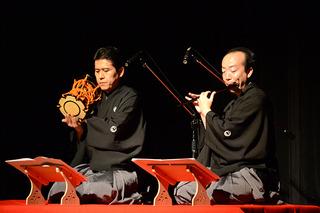右から鼓方の藤舎呂裕さん、笛方の藤舎伝生さん