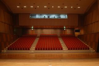 ステージから客席を望む