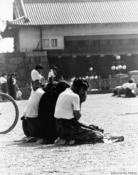 o-HIROHITO-1945-570