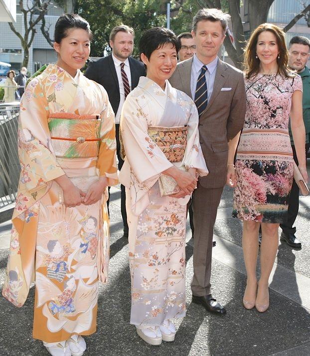 皇室の写真  高円宮家のお着物