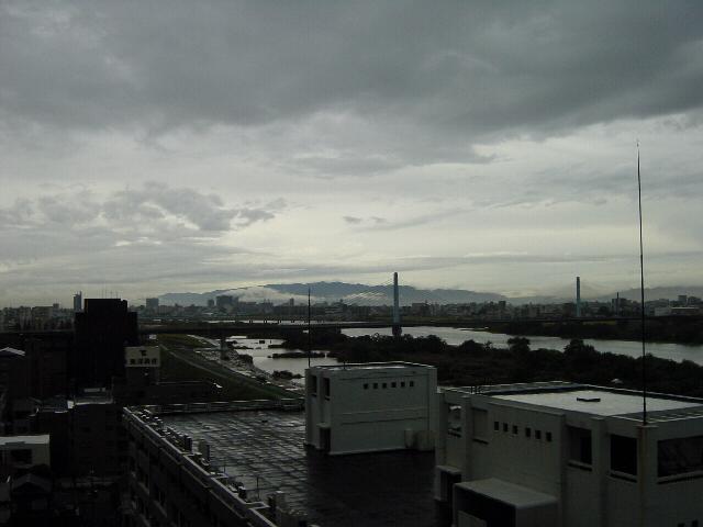 20071026雨上がりの六甲山遠方(遠)