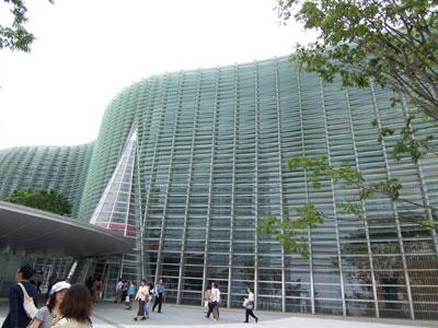 国立新美術館入り口
