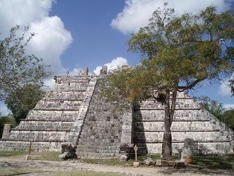 高層の墳墓