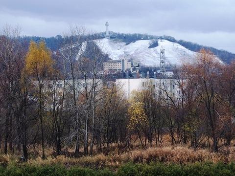 令-11-6忠別川堤防から高砂台丘陵地積雪
