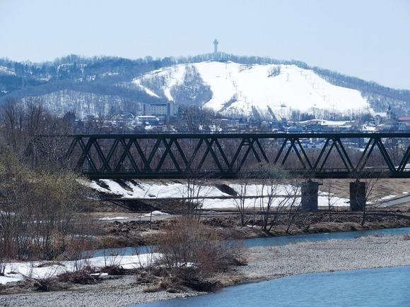 令和3-4-11旭西橋からサンターランドスキー場2