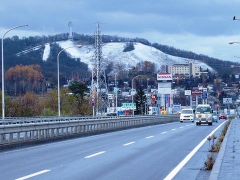 令-11-6忠別川旭川大橋から高砂台丘陵地積雪