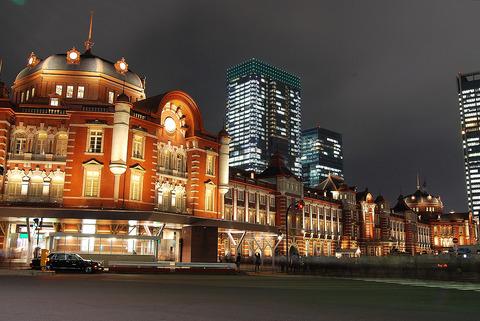 1200px-Tokyo_station_from_marunouchi_oazo