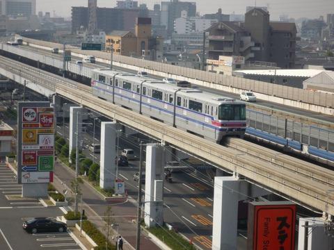 1200px-Osaka-monorail_-_panoramio