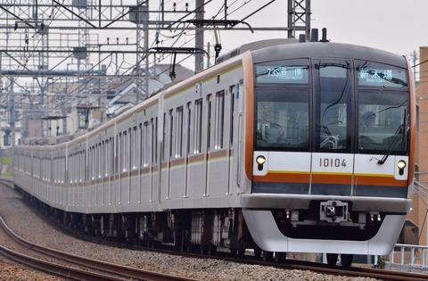 Tokyo_metro_10000_series_bound_for_shinkiba