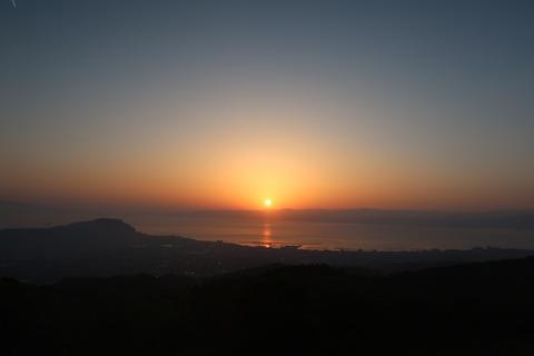 錦江湾の朝日