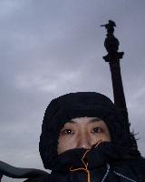 コロンブス像前。本当に寒かったのです。