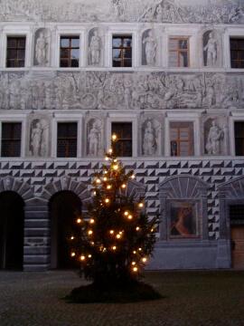 アンブラス城中庭