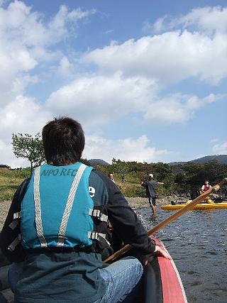 08Eボート湖面03