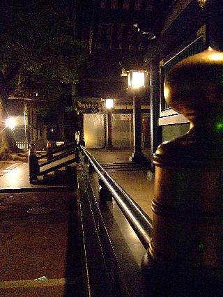夜中の穴八幡02