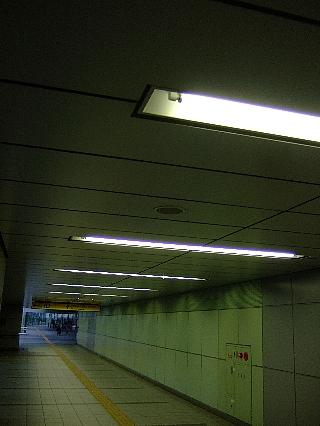 新橋駅構内通路01