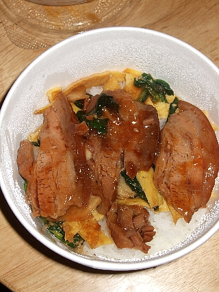 つばめ豚角煮丼05