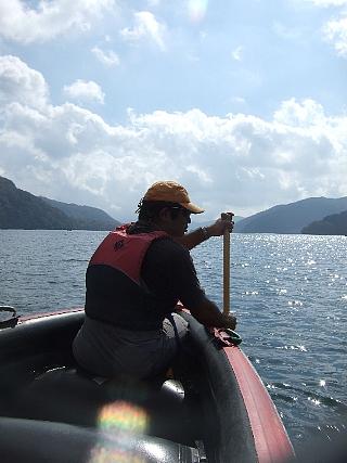 06Eボート湖面01