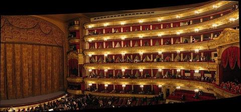 800px-Inside_Moscow_Bolshoi_Theatre[1]