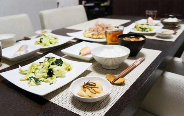 どうりでね。~ちぎりキャベツの日韓連合サラダとツナとおからのお好み焼き~