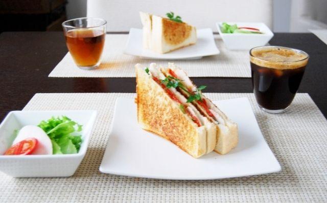 朝ご飯。~鶏ハムdeホットサンド~