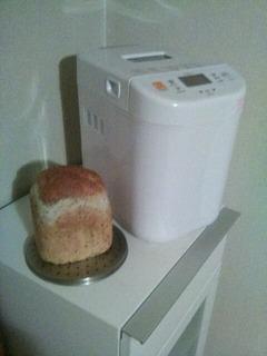 二代目君と ゴマ入りごはんパン