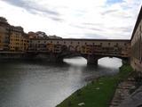 どうやら観光名所らしい橋の上にある家屋