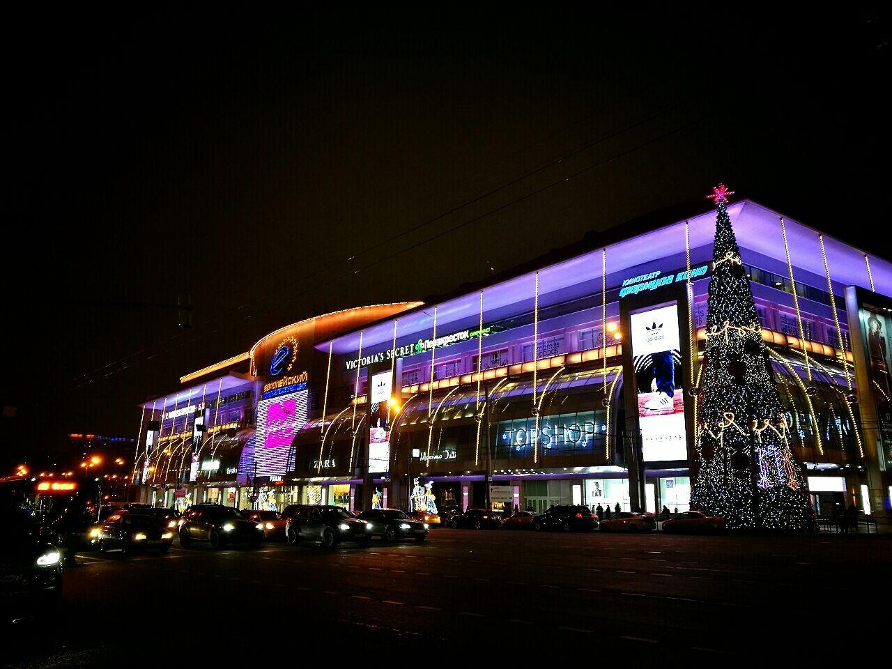 おでかけくそ野郎 @モスクワタグ:ロシアモスクワで30種類以上のクラフトビール / モスクワグルメモスクワ随一の繁華街「キタイゴラド」でなんちゃって日本食 / モスクワグルメモスクワのショッピングモール《キエフスカヤ エブロペイスキー》 / モスクワ観光モスクワシティは近未来 / モスクワ観光グム百貨店はクリスマス模様 / モスクワ観光