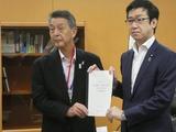 7月5日新潟市・篠田市長から、拉致問題の早期解決の要望書2