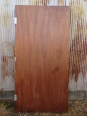 14−合板の正面の扉に防腐剤を塗る(表)