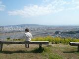 丘の上でラムネを食べる涼和