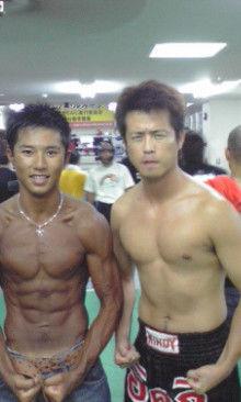 沖縄キックボクシングトレーナー「イケメン」のブログ-090822_2152~01.jpg