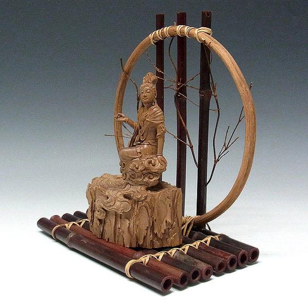 白檀(ビャクダン) 自在観音 高さ:台座27cm・本体18cm (販売・木彫り)