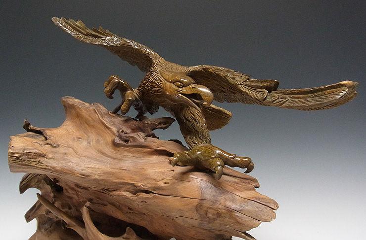 緑檀(リョクタン) 木彫りの鷹 幅58×高さ43cm (販売・木彫り)