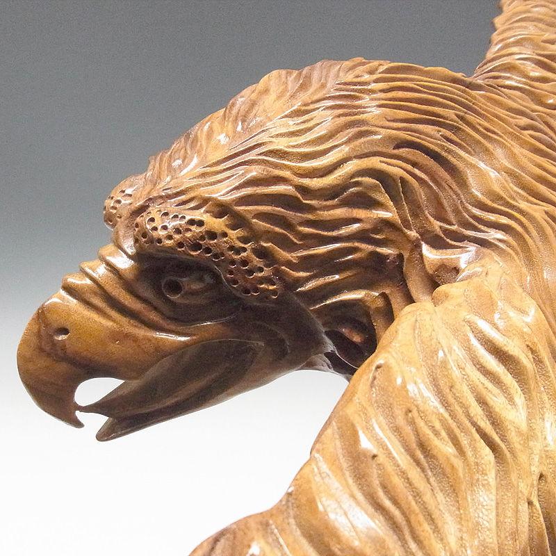 楠/樟(クス) 木彫りの鷹 幅84×高さ56cm (販売・木彫り)