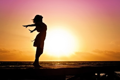 woman-happiness-sunrise-silhouette-40192-2