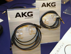 akg-recable