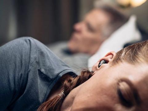 QuietOn Sleep いびきの騒音を軽減するスマートイヤホン!