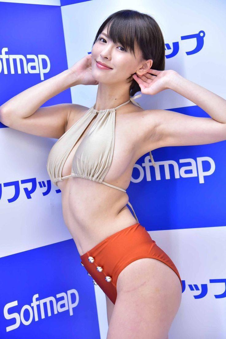 【悲報】巨乳スレンダー美人さん、ソフマップしてしまう