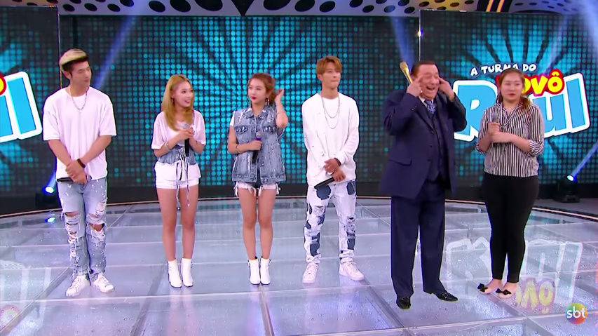 【炎上】テレビ番組に出演したK-POPアイドルに対し司会者が「目がつり上がってる」と差別発言をし非難殺到へ