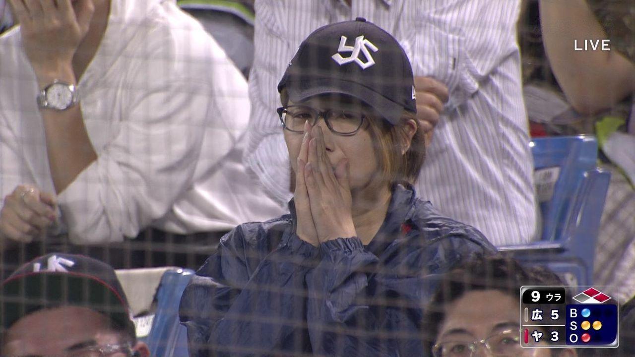 【画像】 ヤクルト13連敗 神宮球場に応援にかけつけた美少女5人が泣き出してしまうwwwwwwwwwww
