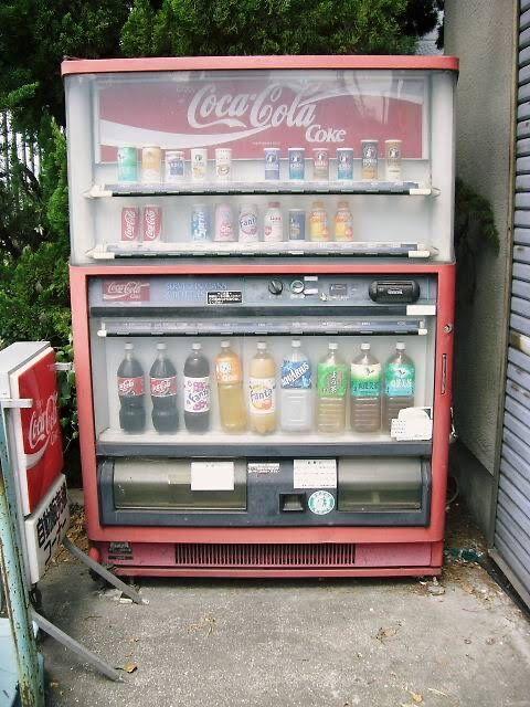 昔の自販機は1.5リットルのペットボトルを売ってた