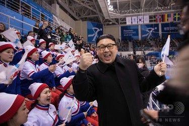 【画像あり】金正恩氏のそっくりさん、北朝鮮「美女応援団」に接近し退場にwwwwwwww