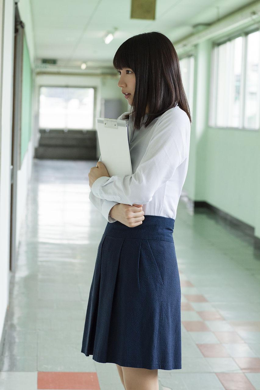 【画像】吉岡里帆さん、今度は学校の先生になる
