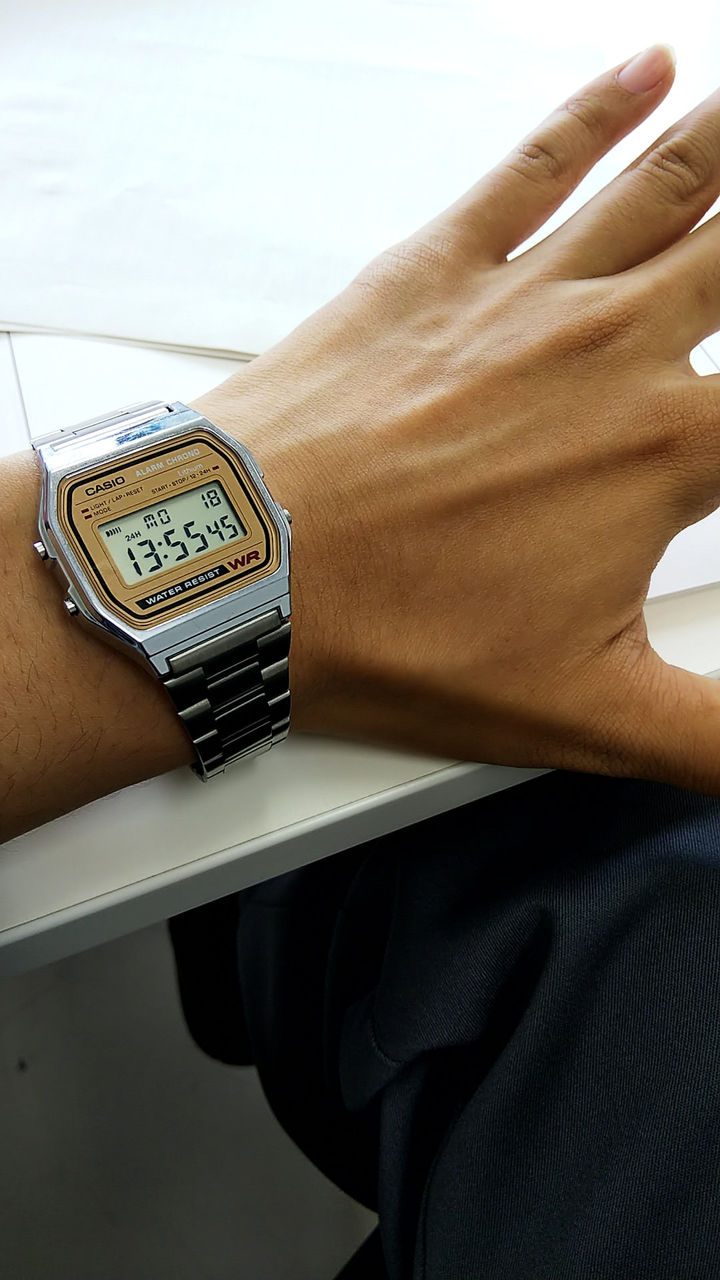 ワイさん、とんでもなくカッコいい腕時計を買う