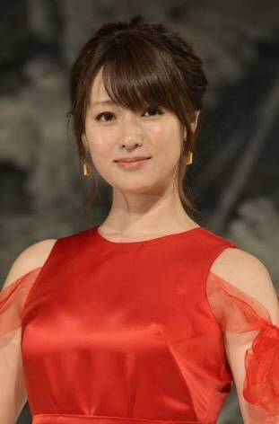 深田恭子(35)「ちょっとw私おばさんだよ?いいの?w」